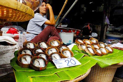 แม่ค่าปลาทู ตลาดร่มหุบ