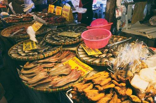 ปลาแดดเดียว ตลาดน้ำดอนหวาย