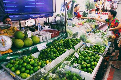 ผัก ผลไม้ จากสวน ตลาดน้ำดอนหวาย