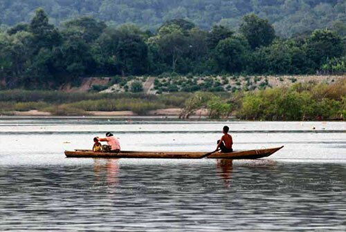ชาวบ้านพายเรือหาปลา โขงเจียม อุบลราชธานี