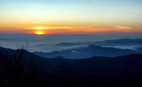 ชมวิวพระอาทิตย์ขึ้น วนอุทยานภูลังกา