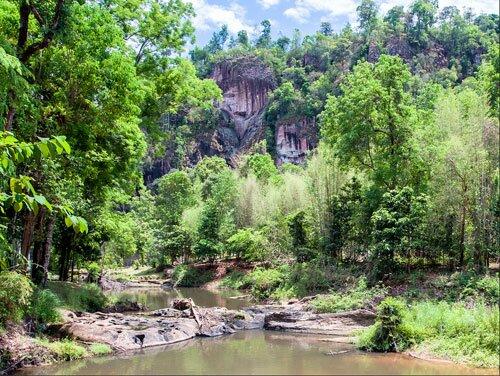 ธารน้ำ ป่าไม้ ภูเขา อุทยานแห่งชาติน้ำตกชาติตระการ
