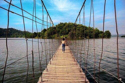 สะพานแขวน อ่างเก็บน้ำเขื่อนแก่งกระจาน อุทยานแห่งชาติแก่งกระจาน