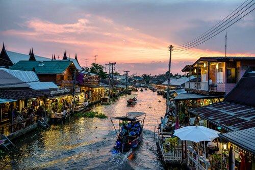 ตลาดน้ำอัมพวา ยามเย็น