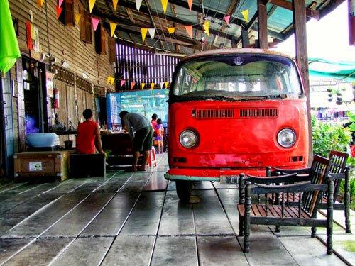 รถโฟล์คตู้ บ้านไม้เก่า ตลาดโบราณนครเนื่องเขต
