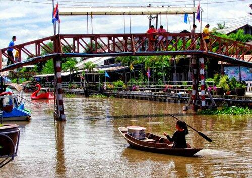 สะพานข้ามคลอง ตลาดโบราณนครเนื่องเขต