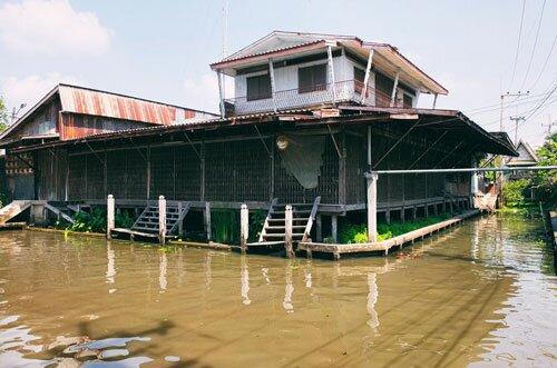 บ้านเรือนริมน้ำ ตลาดน้ำคลองลัดพลี