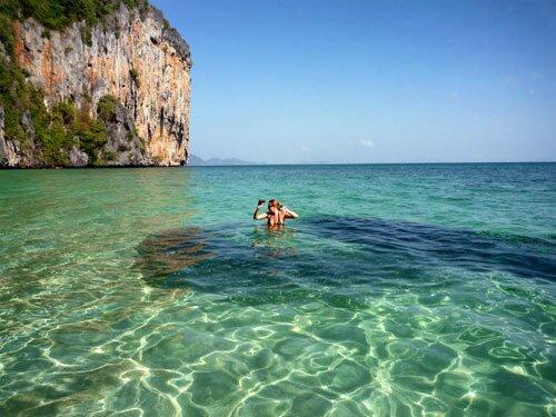 เล่นน้ำกลางฝูงปลา อุทยานแห่งชาติหมู่เกาะเภตรา
