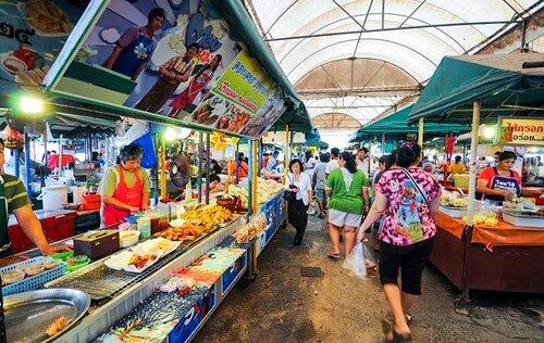 ตลาดวัดศาลเจ้า วัดมะขาม ริมน้ำ ปทุมธานี